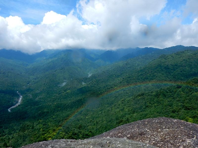 太鼓岩と虹